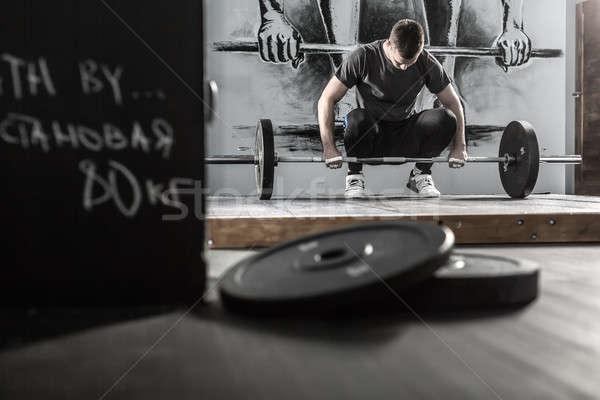 Edzés súlyzó tornaterem sportoló felfelé fal Stock fotó © bezikus
