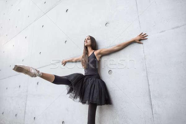 Attrattivo ballerina posa esterna cute Foto d'archivio © bezikus