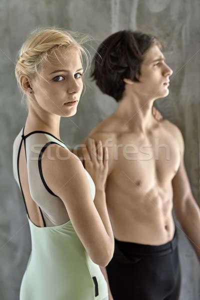 Pareja ballet bailarines cariñoso posando concretas Foto stock © bezikus