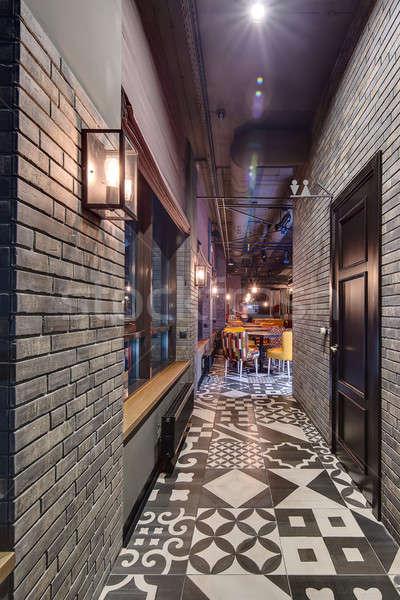 Interieur vliering stijl gang baksteen muren Stockfoto © bezikus