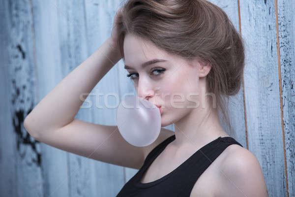 Ragazza rosa bolla gum ritratto Foto d'archivio © bezikus