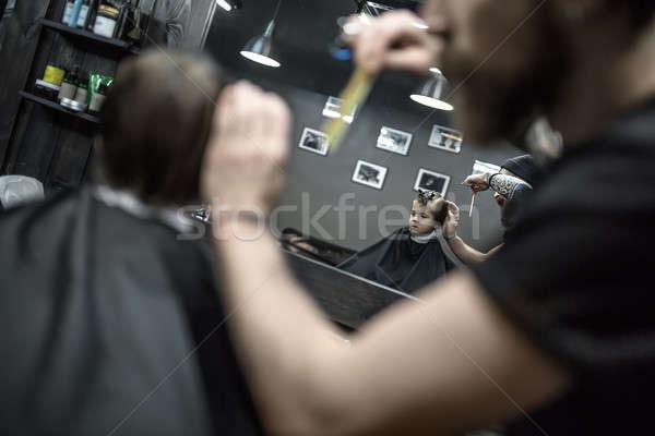 Kapsel klein jongen reflectie spiegel weinig Stockfoto © bezikus