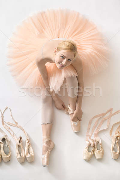 Szőke nő ballerina stúdió boldog fehér padló Stock fotó © bezikus