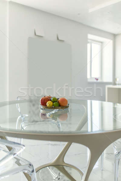 Foto stock: Ouvir · estilo · moderno · vidro · tabela · cadeiras · em · torno · de