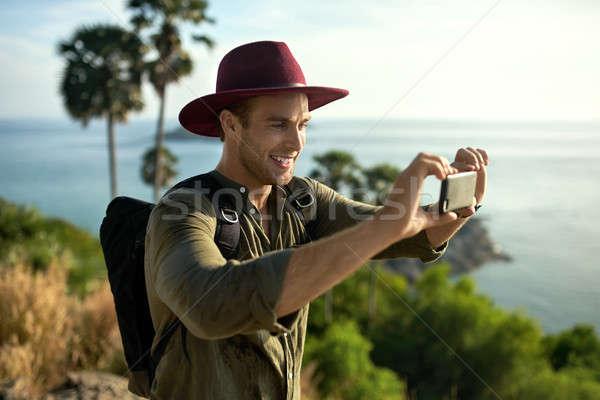 Reisenden Fotos Freien glücklich Mann Stock foto © bezikus