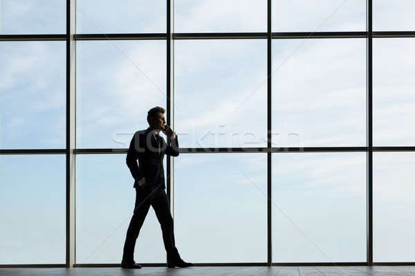 Sziluett férfi ablak üzletember sötét öltöny Stock fotó © bezikus