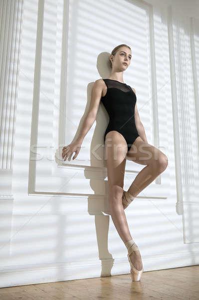 Ballerina pózol stúdió élvezetes fehér fal Stock fotó © bezikus