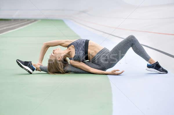 Meisje opleiding buitenshuis verrukkelijk Stockfoto © bezikus