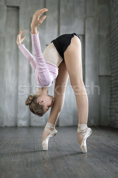 Ballerina pózol stúdió csinos lábujjak fej Stock fotó © bezikus