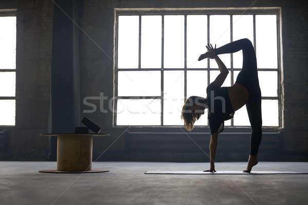 Menina ioga treinamento beautiful girl preto Foto stock © bezikus