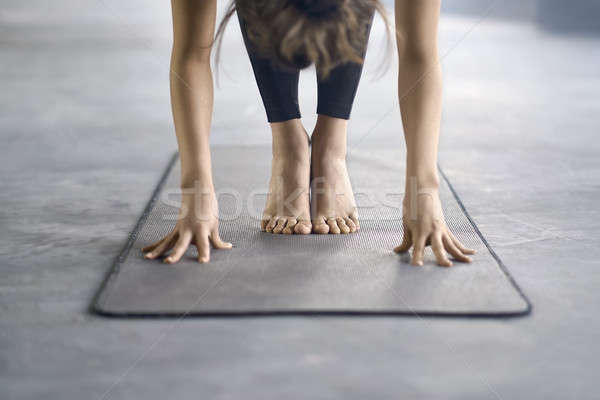 Fille yoga formation jeune fille pantalon noir engagé Photo stock © bezikus