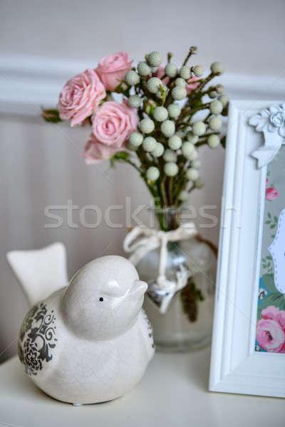 Közelkép belső dekoráció kerámia madár fényképkeret Stock fotó © bezikus