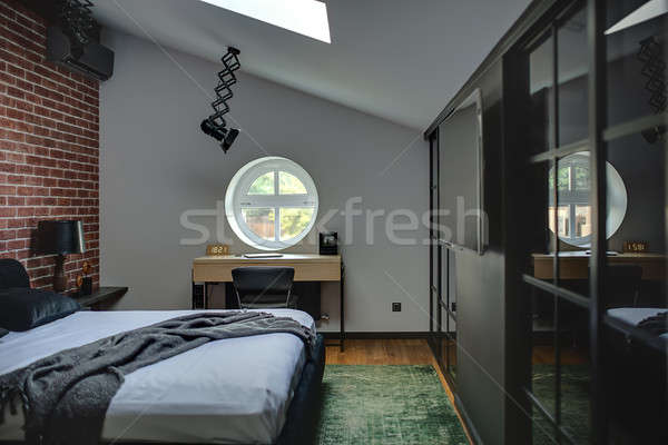 Yatak odası modern tarzda şaşırtıcı modern tuğla duvar yeşil Stok fotoğraf © bezikus