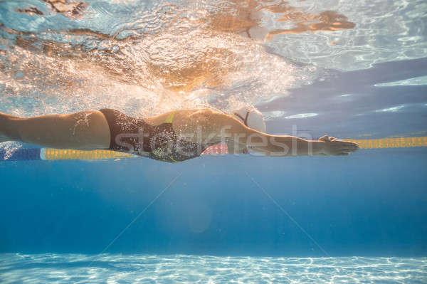 Vízalatti képzés medence két nő úszás kint Stock fotó © bezikus