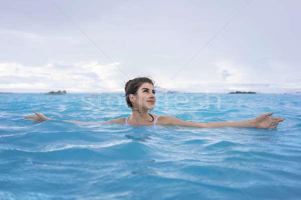 Zdjęcia stock: Dziewczyna · relaks · basen · odkryty · przepiękny · biały