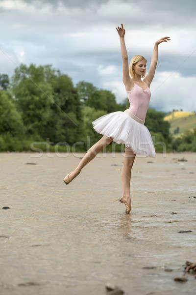 Ballerina pózol folyó gyönyörű lábujj sekély Stock fotó © bezikus