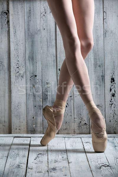 Jonge benen bevallig ballerina danser Stockfoto © bezikus