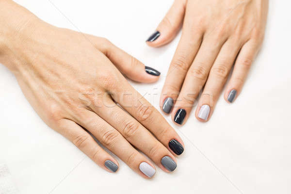 Hermosa manicura manos nina elegante Foto stock © bezikus