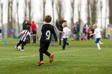 Ragazzi calcio cinque bambini giocare fuori Foto d'archivio © bigandt