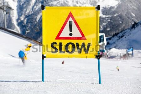 Citromsárga veszély tábla hegy felirat figyelmeztetés veszély Stock fotó © bigandt