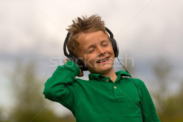 Ragazzo ascoltare musica lusso cuffie fuori nuvoloso Foto d'archivio © bigandt