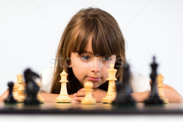 Lány játszik sakk fiatal kaukázusi hosszú haj Stock fotó © bigandt