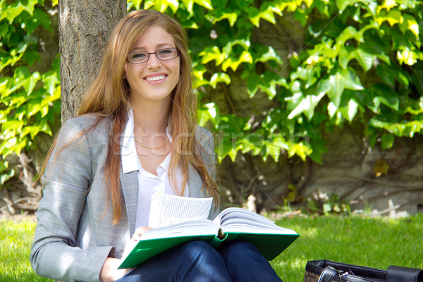 Stockfoto: Mooie · vrouwelijke · student · studeren · outdoor
