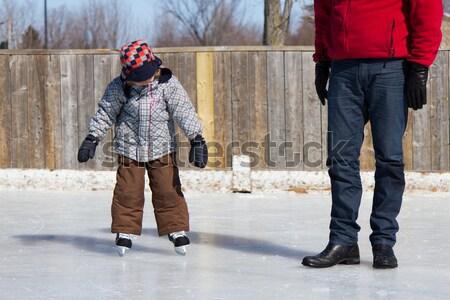 Père enseignement fils glace skate extérieur Photo stock © bigjohn36