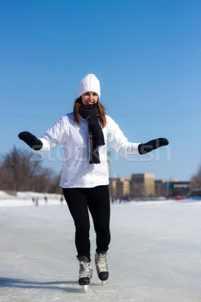 Egészséges fiatal nő korcsolyázás tél lány szépség Stock fotó © bigjohn36
