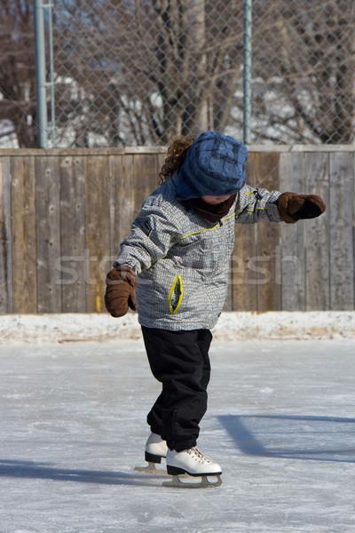 Nina patinaje aire libre hielo invierno Foto stock © bigjohn36