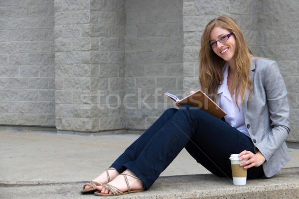 Stockfoto: Jonge · vrouw · lezing · tijdschrift · smart · jonge · vrouw