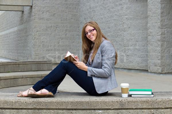 женщину студент изучения кампус улыбка Сток-фото © bigjohn36