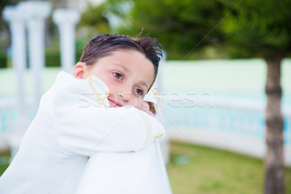 Fiatal elsőáldozás fiú mosolyog dől fehér Stock fotó © BigKnell