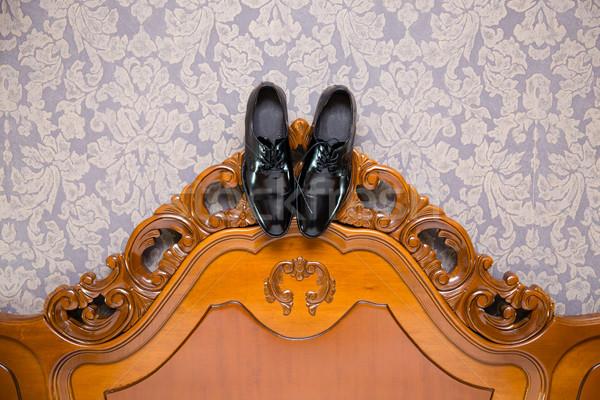 Pan młody buty wiszący vintage pokój ślub Zdjęcia stock © BigKnell