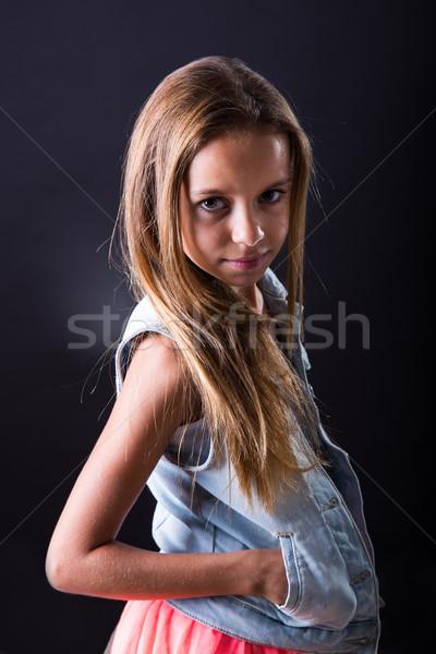 Młoda dziewczyna stwarzające czarny denim kurtka portret Zdjęcia stock © BigKnell