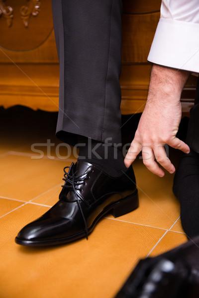 Stock fotó: Férfi · fekete · cipők · kezek · közelkép · emberek