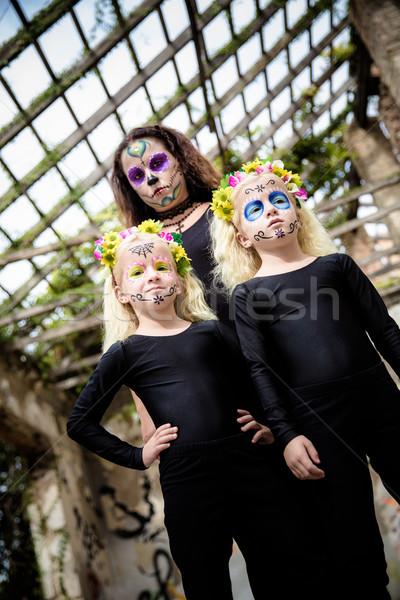 Kobieta bliźnięta halloween makijaż bliźniak siostry Zdjęcia stock © BigKnell
