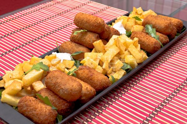Frytki czarny żywności Sałatka jadalnia ziemniaczanej Zdjęcia stock © BigKnell