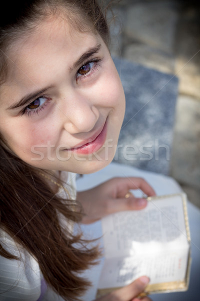 Fiatal lány elsőáldozás ima könyv ünnepel első Stock fotó © BigKnell
