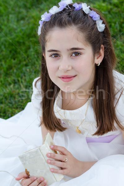 Młoda dziewczyna pierwsza komunia modlitwy książki pierwszy Zdjęcia stock © BigKnell