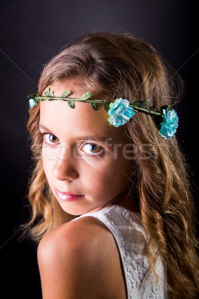 Jeune fille fleur tiare Rechercher cheveux longs Photo stock © BigKnell