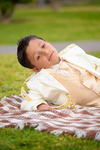 Fiatal elsőáldozás fiú pléd kint fiatal srác Stock fotó © BigKnell