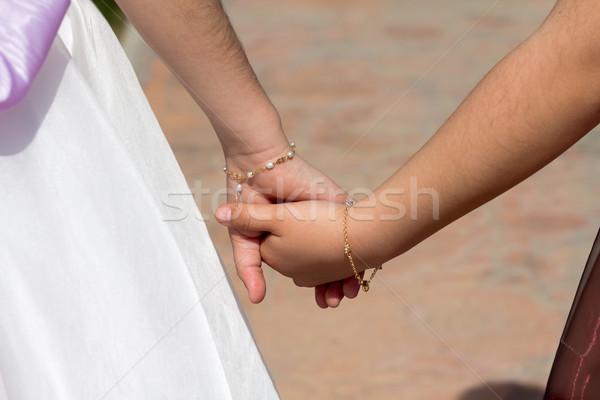 Trzymając się za ręce dwa młodych dziewcząt dziewczyna miłości Zdjęcia stock © BigKnell