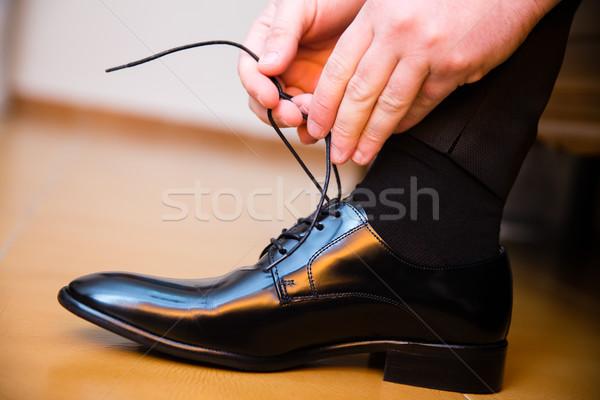 Pan młody ślub buty ręce strony Zdjęcia stock © BigKnell