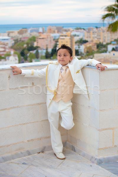 Fiatal elsőáldozás fiú dől fal fiatal srác Stock fotó © BigKnell
