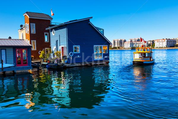 Flutuante casa aldeia água táxi azul Foto stock © billperry