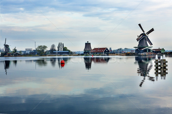 Houten dorp holland oude windmolen platteland Stockfoto © billperry