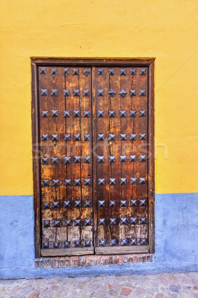 Foto stock: Velho · porta · caminhada · rua · noite