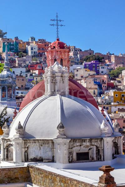 Kolorowy domów rynku kościoła miasta budynków Zdjęcia stock © billperry
