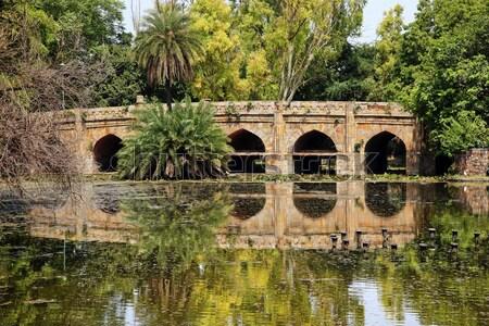 Kő híd tükröződés kertek Új-Delhi India Stock fotó © billperry
